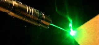 сильное свечение от лазерного ЧПУ выжигателя